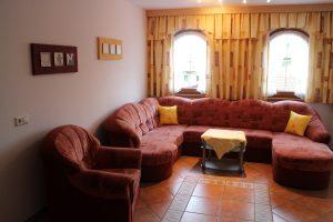 Wohnzimmer FW 130m² große Couch